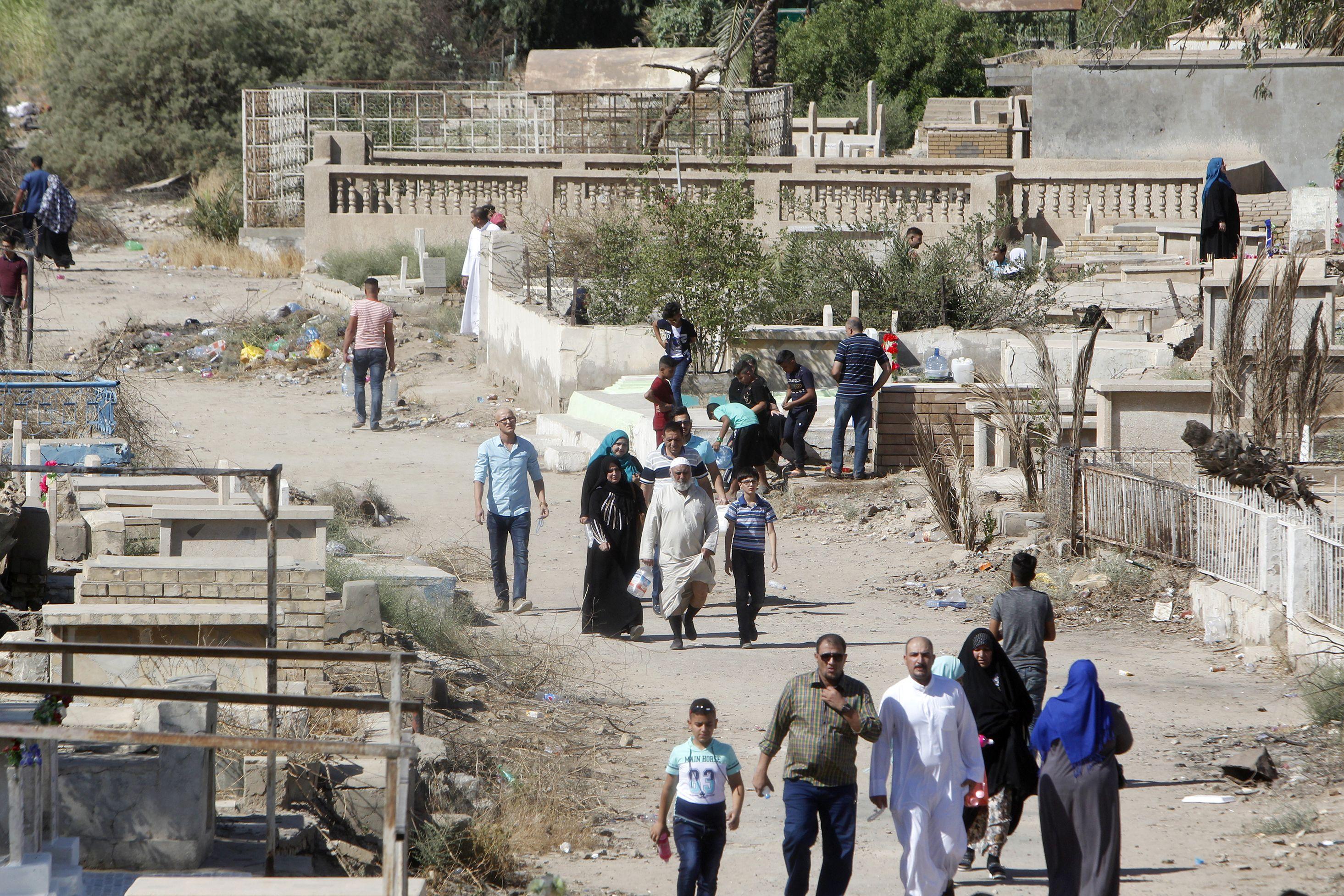 بدء توافد العراقيون