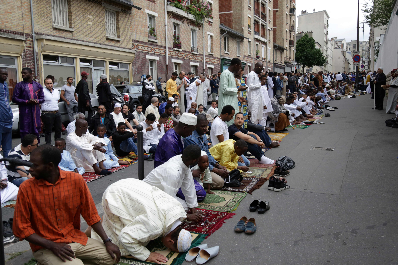 مسلمو فرنسا يصلون العيد