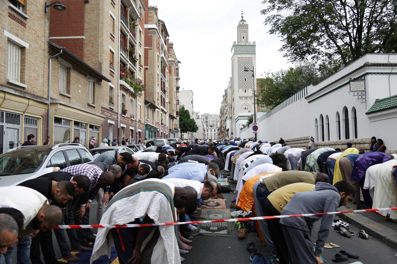 صلاة العيد فى المسجد الكبير بفرنسا