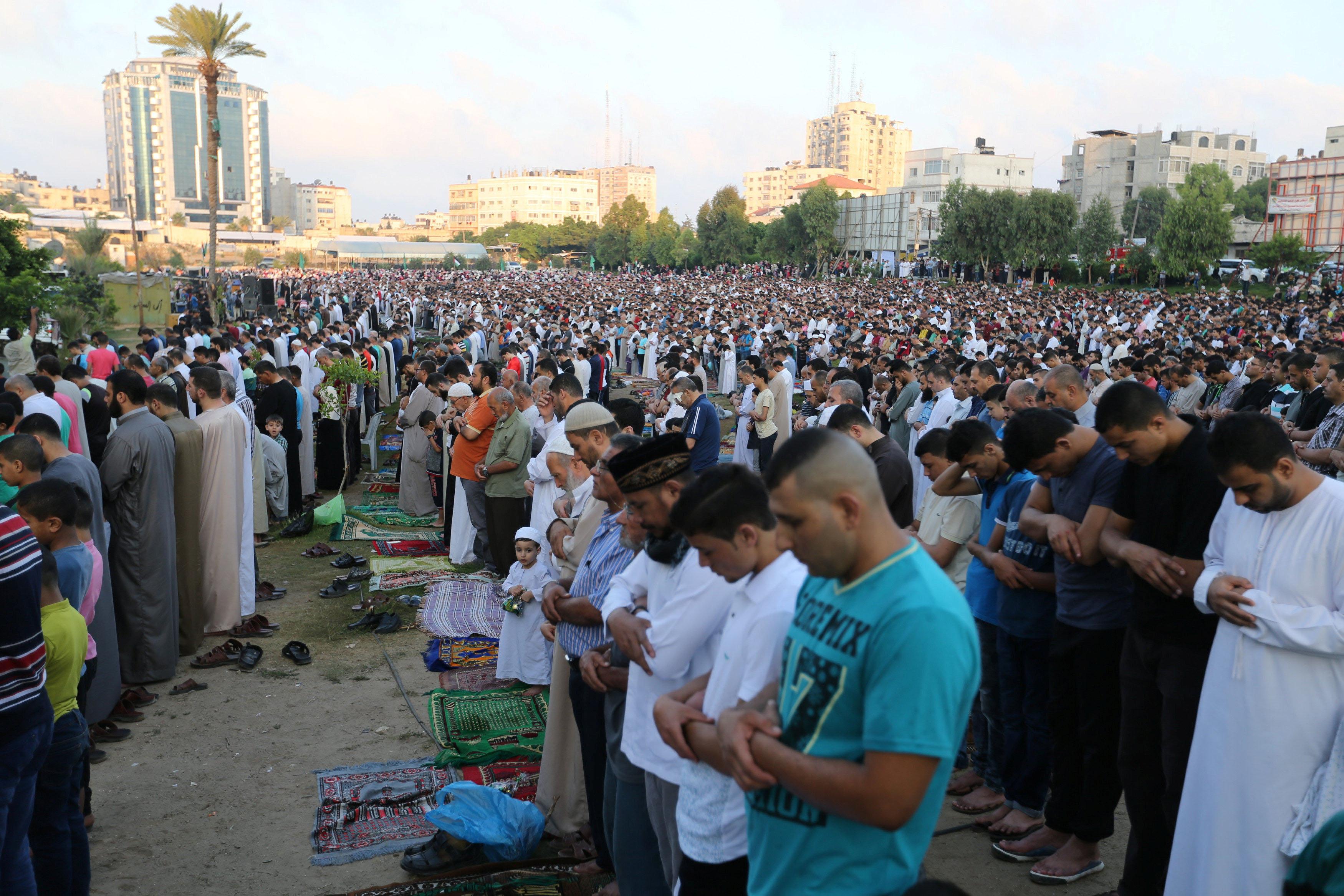 جانب من أداء الصلاة