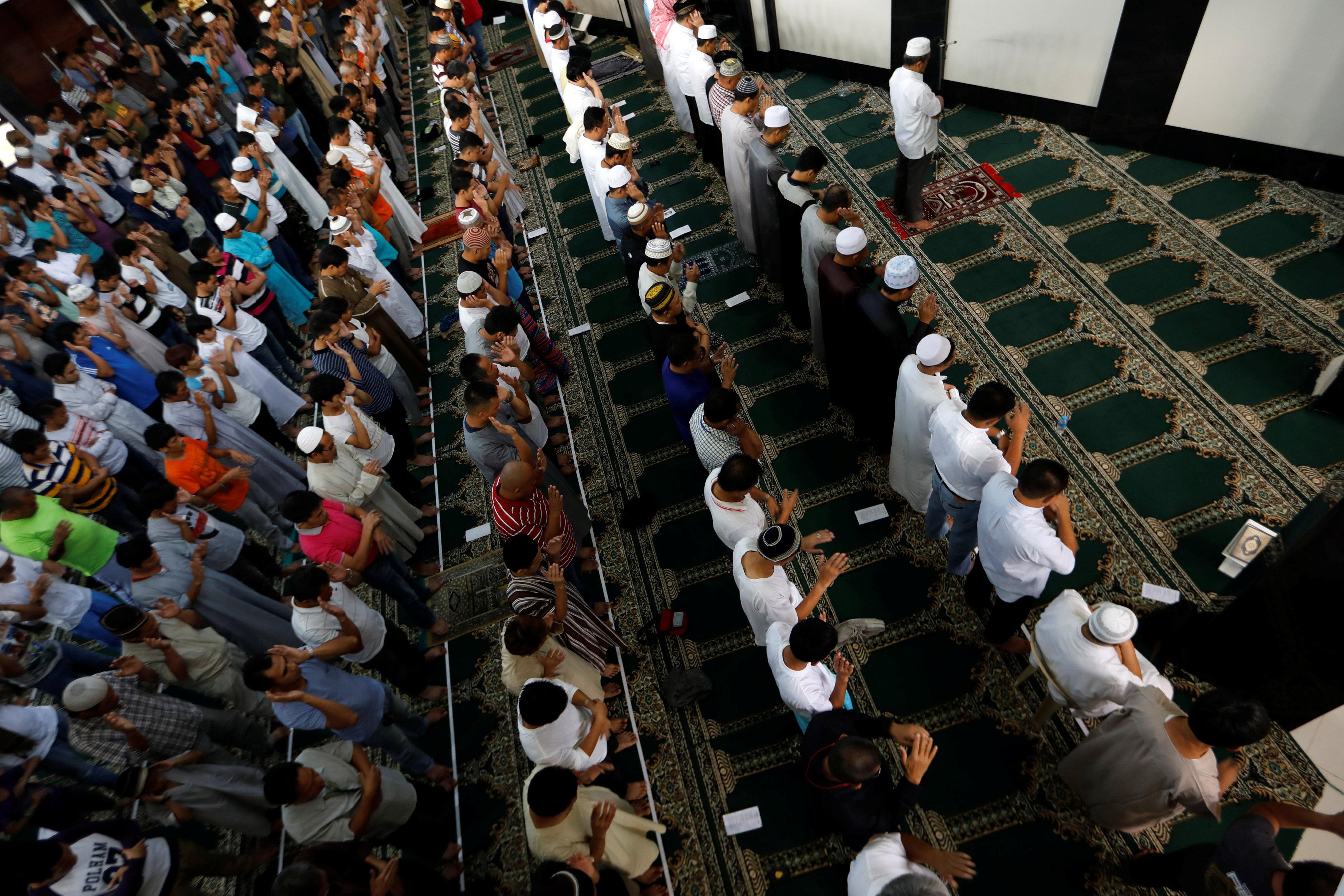 مسلمو الفلبين يصلون عيد الفطر