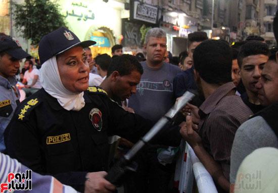 الشرطة النسائية تؤمن سينمات وسط البلد (9)