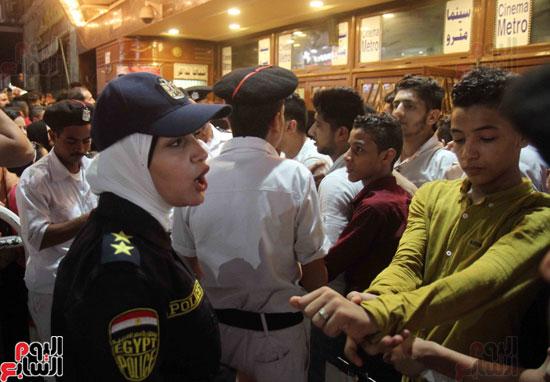 الشرطة النسائية تؤمن سينمات وسط البلد (11)