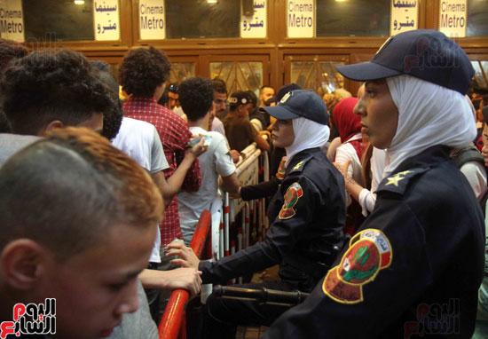 الشرطة النسائية تؤمن سينمات وسط البلد (8)
