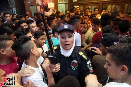 الشرطة النسائية تؤمن سينمات وسط البلد (7)