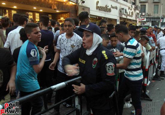 الشرطة النسائية تؤمن سينمات وسط البلد (1)