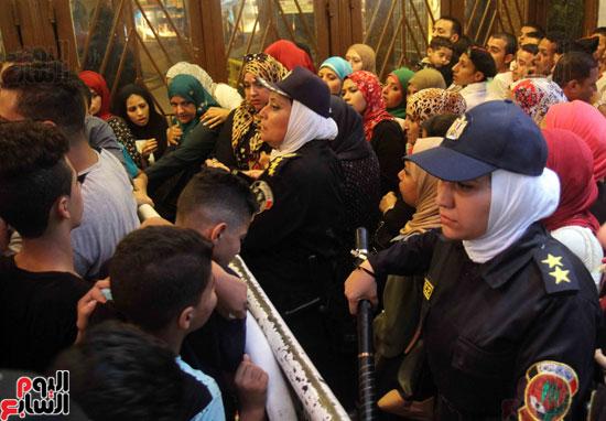 الشرطة النسائية تؤمن سينمات وسط البلد (6)