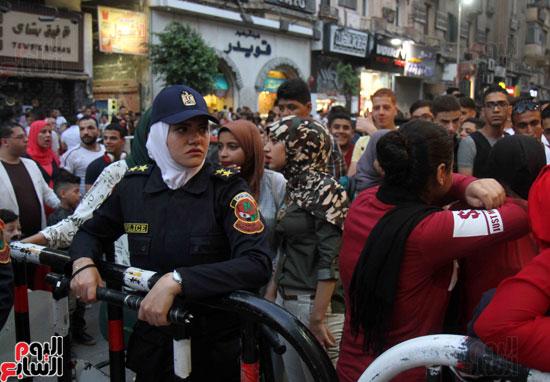 الشرطة النسائية تؤمن سينمات وسط البلد (3)