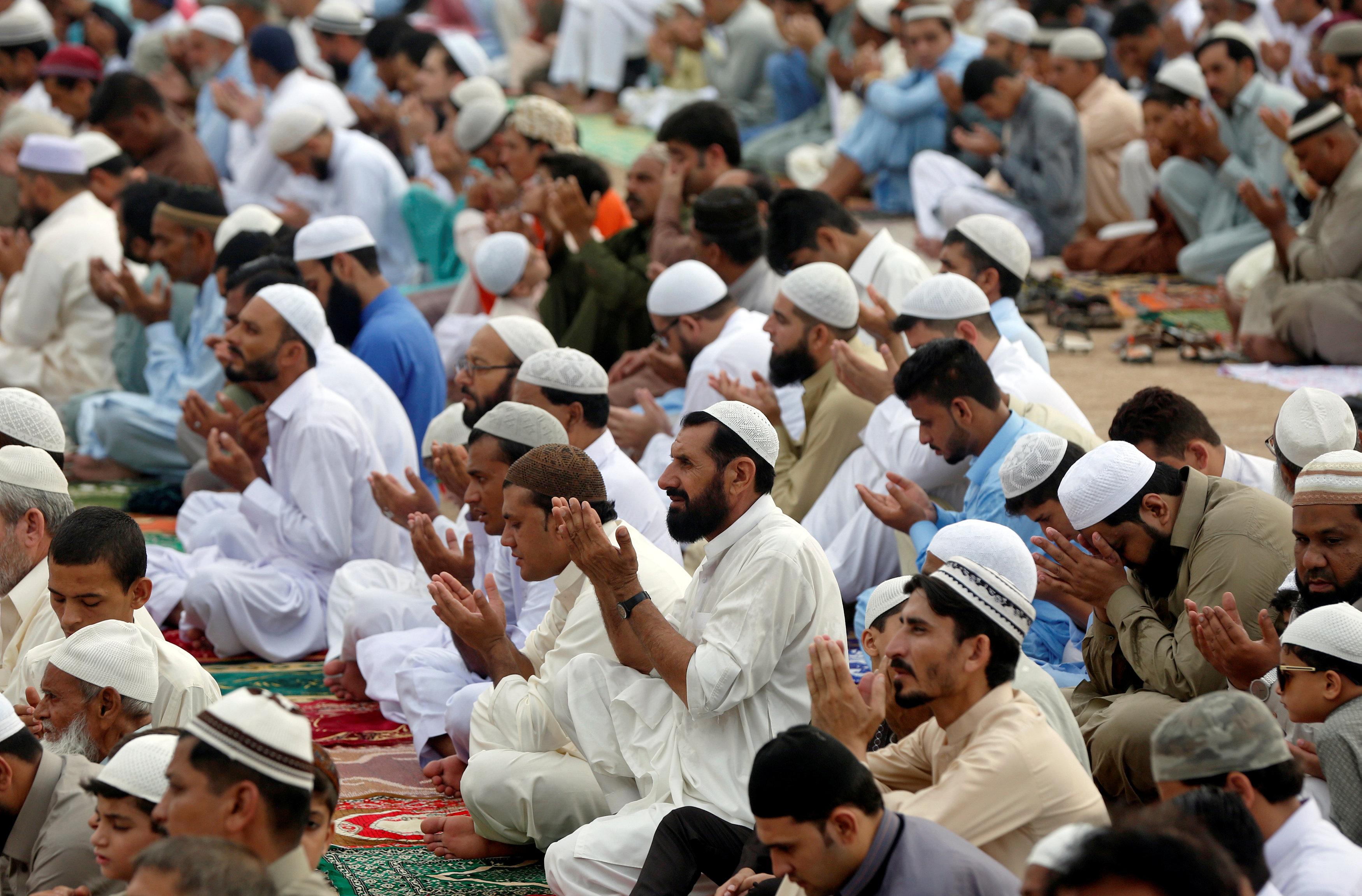 جانب من أداء صلاة العيد فى باكستان