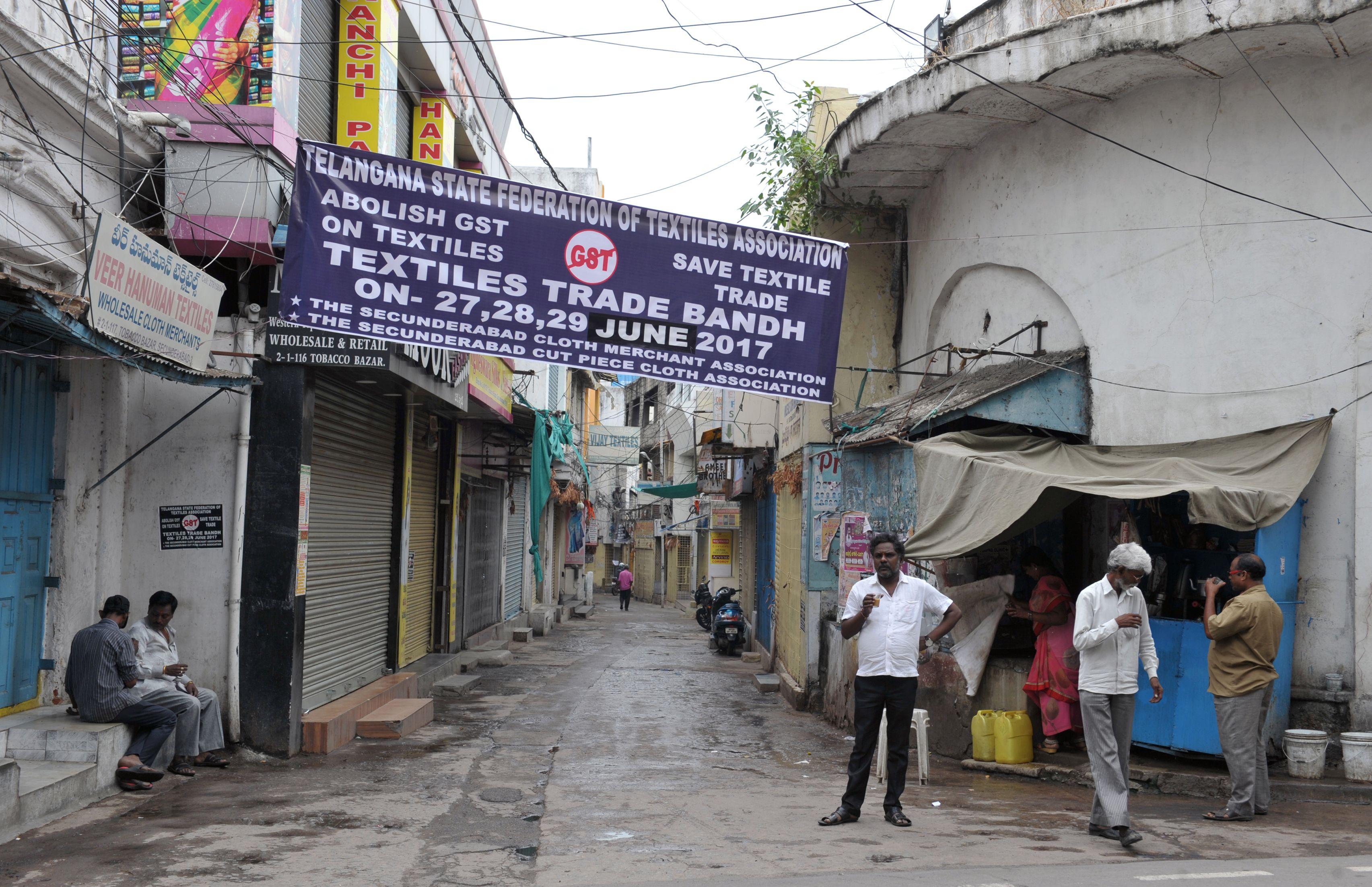 إضراب أصحاب المحلات التجارية