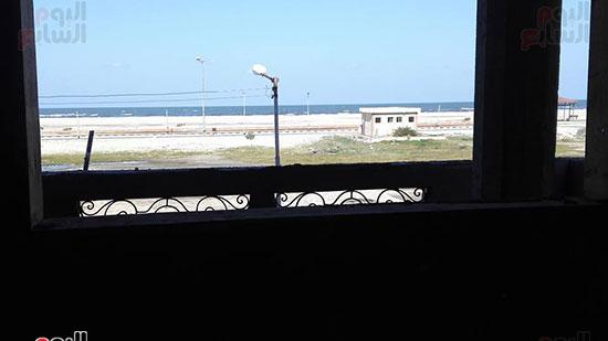 12-من-إحدى-العقارات-المطلة-على-الشاطئ