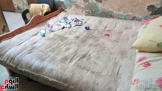مرتبة-سرير-ممزق
