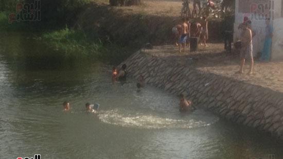 الاستحمام بفرع النيل بالقليوبية