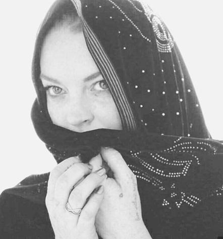 لوهان بالحجاب