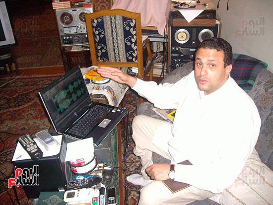 علاء حسنى يجمع تراث جده