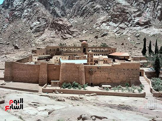 الارض.موجود بمصر..جبل التجليات 101967-3.jpg