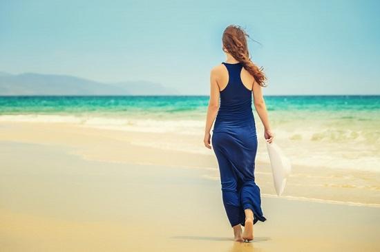 المشى على الشاطئ