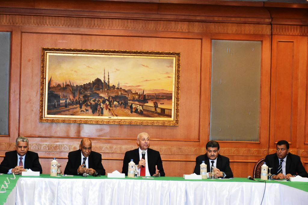 محافظ أسوان يشهد حفل تكريم المستشار حسين  (4)