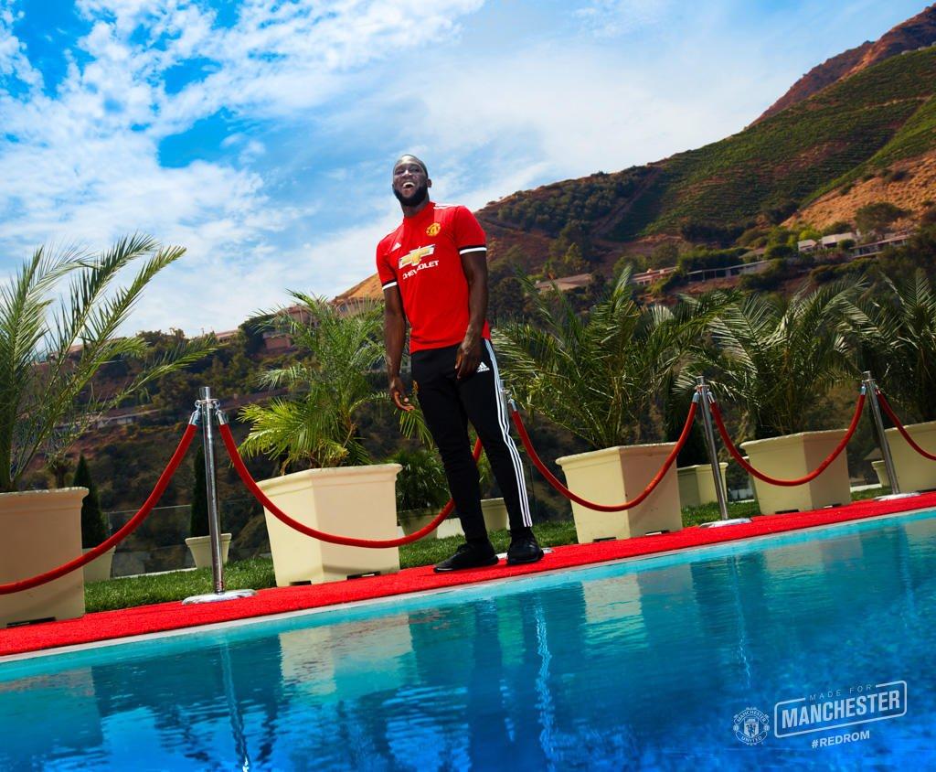لوكاكو ينضم لليونايتد 5 سنوات