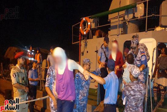 قوات حرس الحدود تضبط 464 مهاجرا غير شرعى وتدمر نفقين رئيسيين خلال أسبوعين (4)