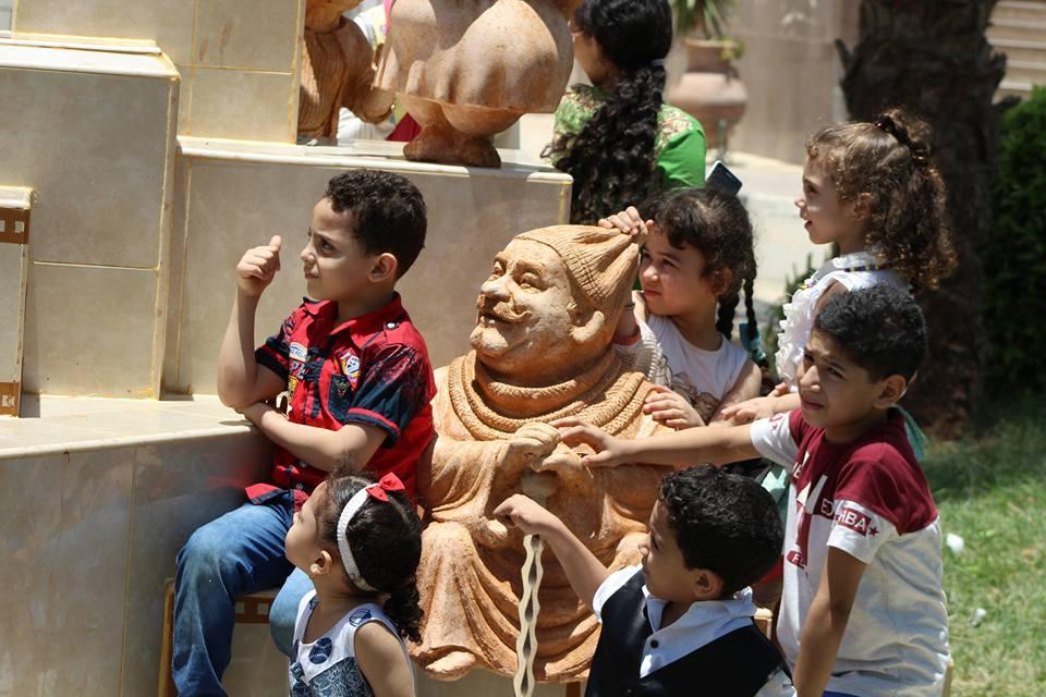 الأطفال مع الفنان محمد رضا