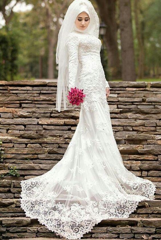 efab0a448 لو محتارة وفرحك قرب اختارى من فساتين زفاف المحجبات اللى يناسبك ...