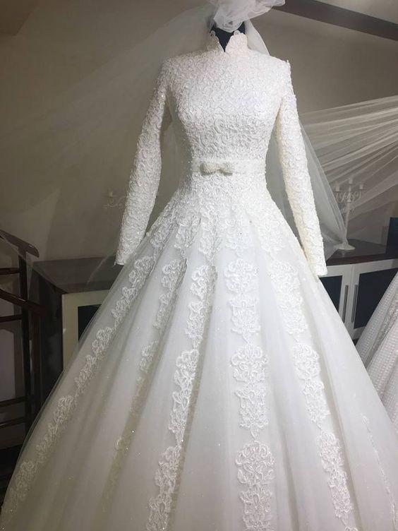 أحد فساتين زفاف المحجبات