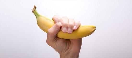 فوائد الموز 29269-banana-in-fist-support-1
