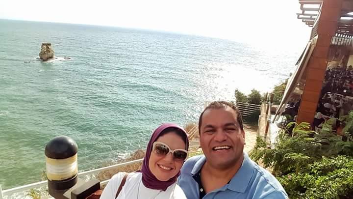 الدكتور كريم وزوجته