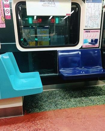 أرضية مترو مرسومة بالنجيلة