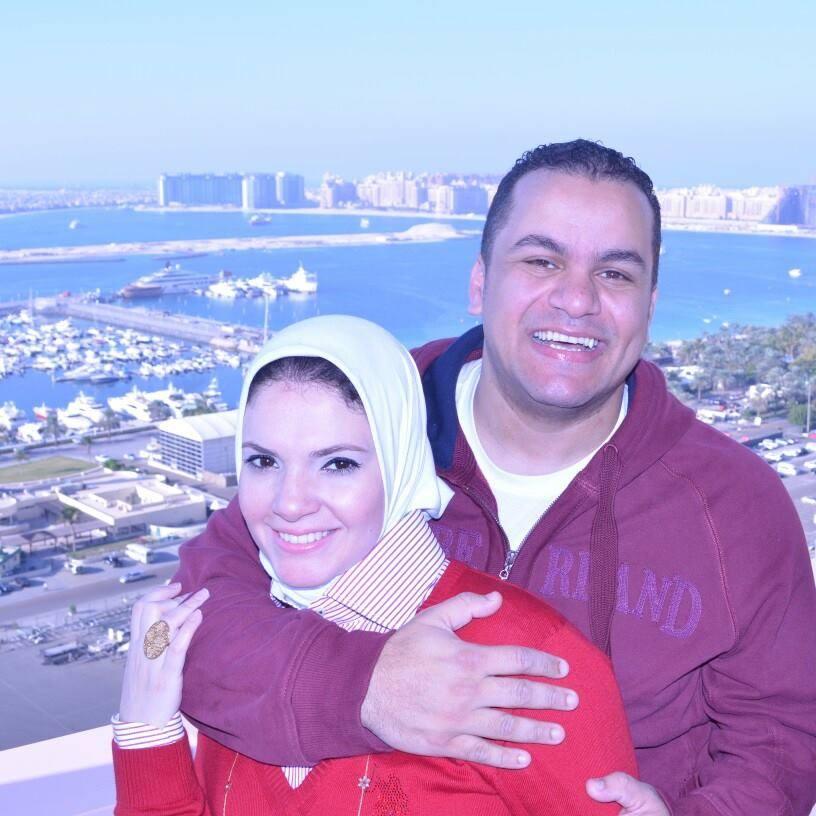 السعادة على وجوه الزوجين