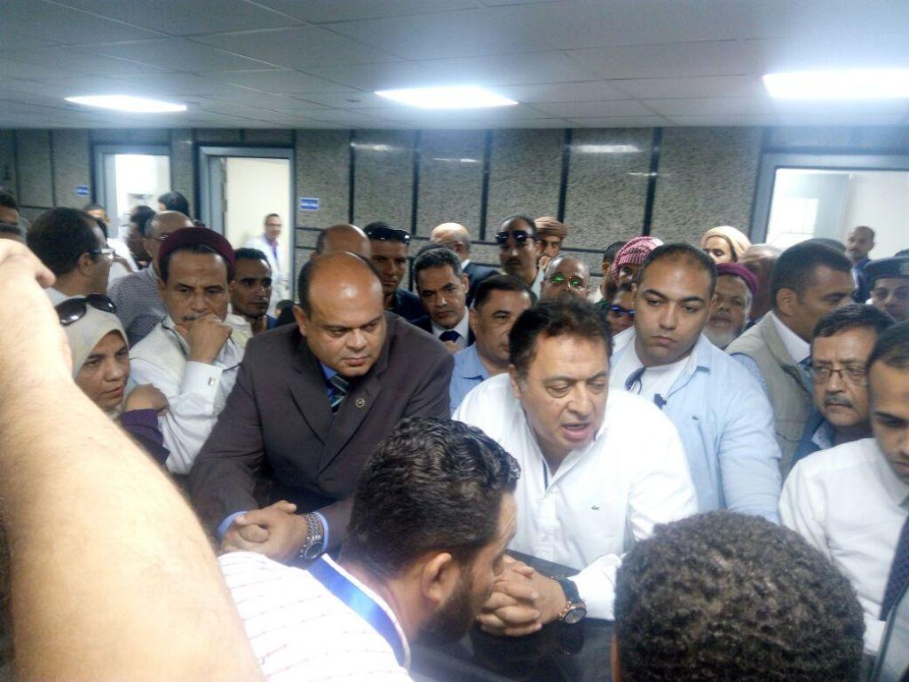 وزير الصحة ومحافظ مطروح يتفقدان مستشفى النجيلة  (8)
