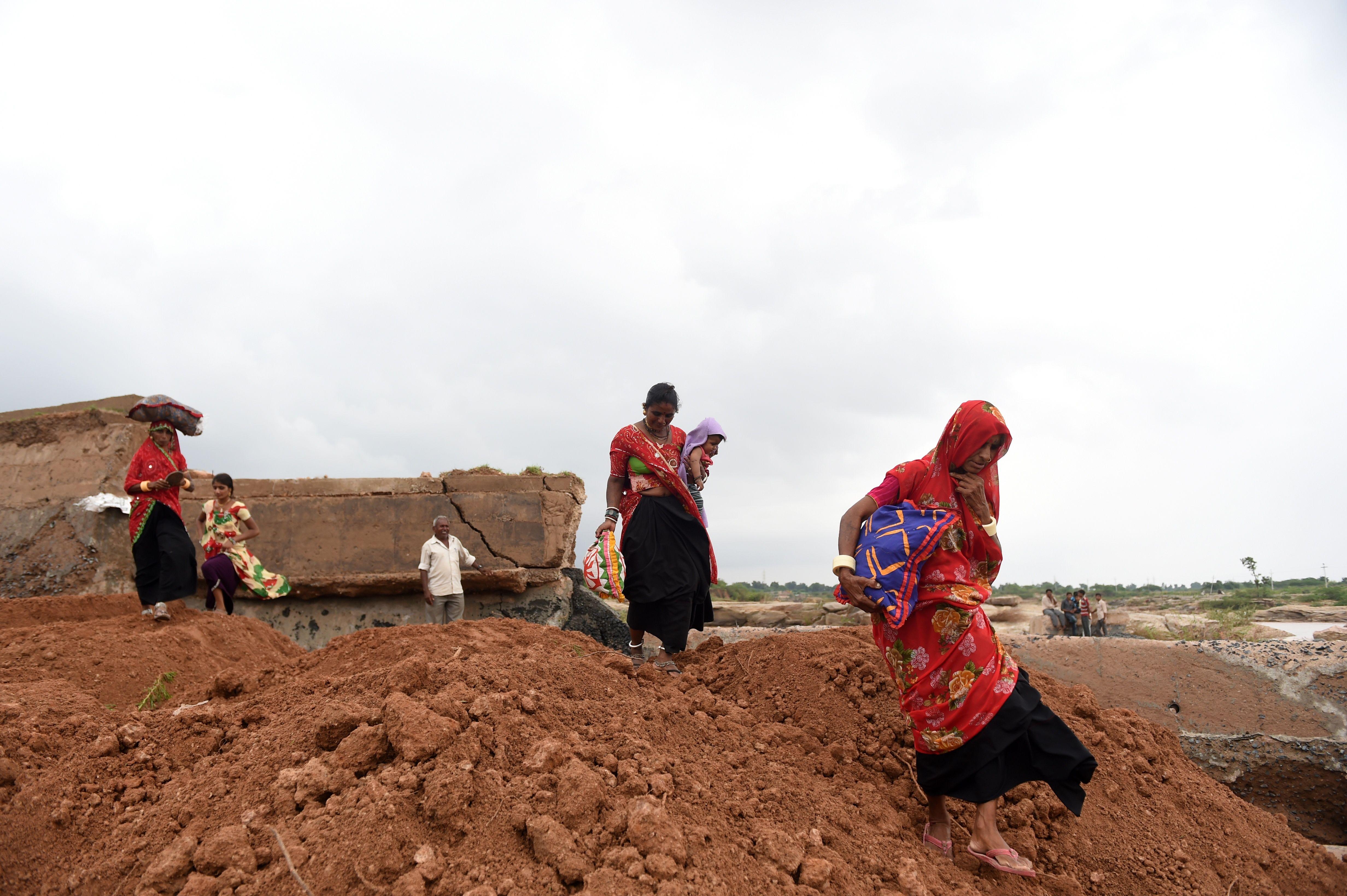 الامطار تحول الارض إلى وحل فى الهند
