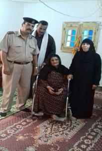 الداخلية توفر كرسى طبى لسيدة مسنه (2)