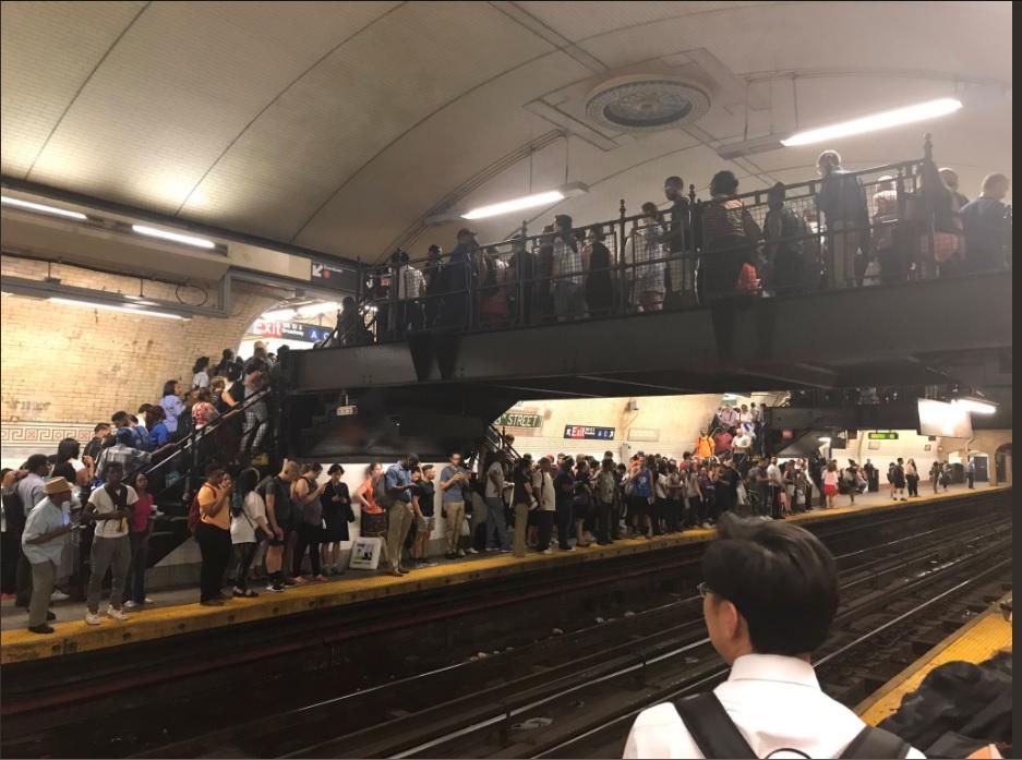 ازدحام على خطوط المترو فى امريكا