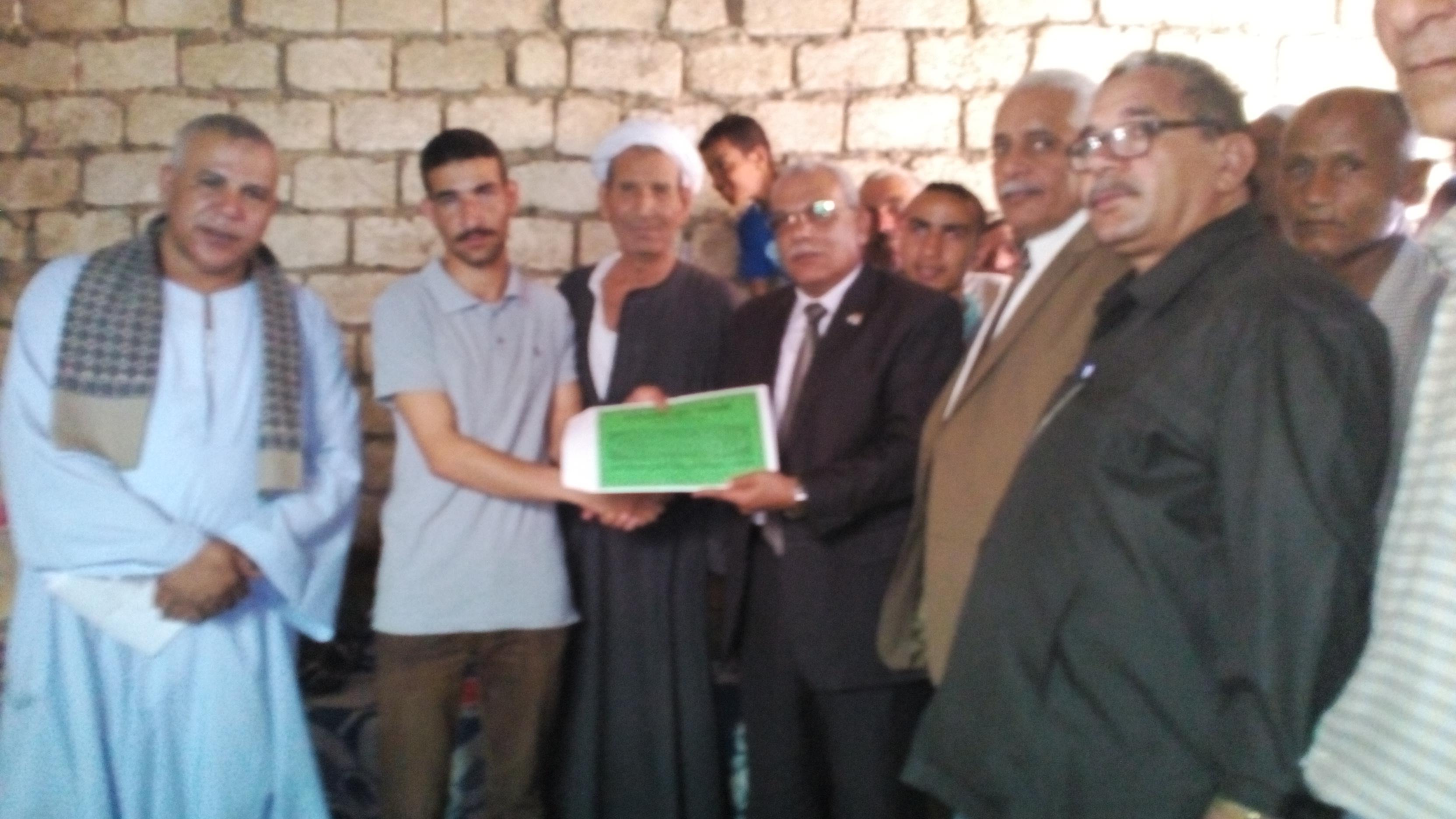 تكريم الطالب عبد الراضى بمركز البدارى