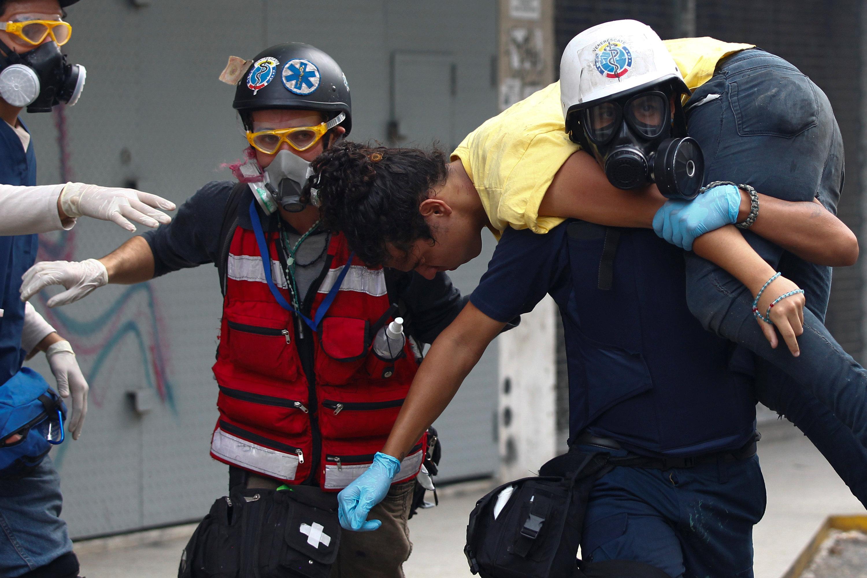 اصابة احد المتظاهرين جراء الاشتباكات