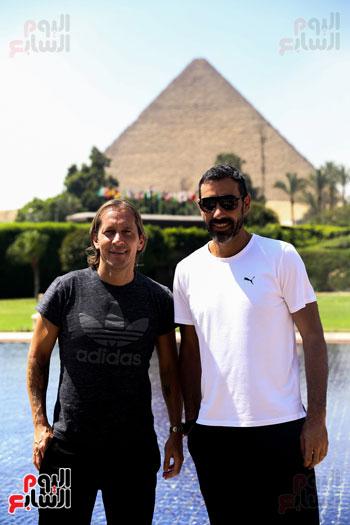 روبرتو كارلوس ونجوم منتخب البرازيل فى زيارة خاصة للأهرامات (3)