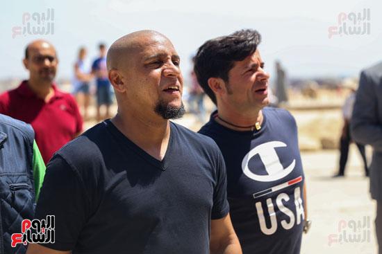 روبرتو كارلوس ونجوم منتخب البرازيل فى زيارة خاصة للأهرامات (19)