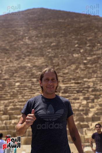 روبرتو كارلوس ونجوم منتخب البرازيل فى زيارة خاصة للأهرامات (28)