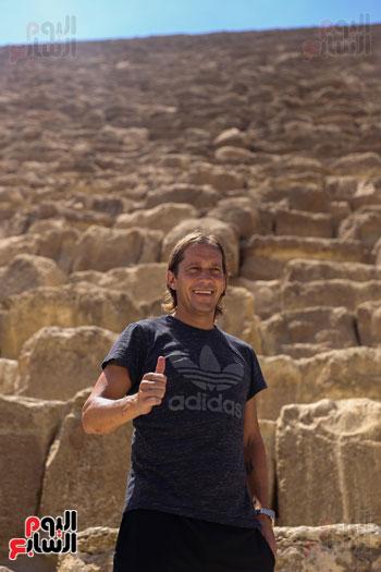 روبرتو كارلوس ونجوم منتخب البرازيل فى زيارة خاصة للأهرامات (25)