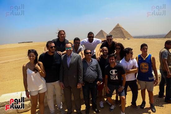 روبرتو كارلوس ونجوم منتخب البرازيل فى زيارة خاصة للأهرامات (31)