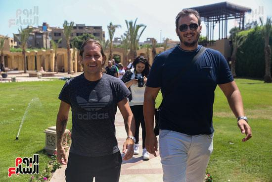 روبرتو كارلوس ونجوم منتخب البرازيل فى زيارة خاصة للأهرامات (10)