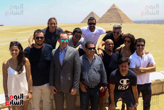 روبرتو كارلوس ونجوم منتخب البرازيل فى زيارة خاصة للأهرامات (32)