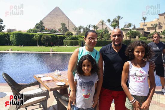 روبرتو كارلوس ونجوم منتخب البرازيل فى زيارة خاصة للأهرامات (7)