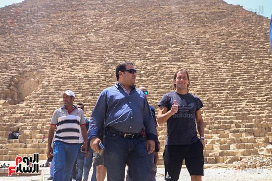 روبرتو كارلوس ونجوم منتخب البرازيل فى زيارة خاصة للأهرامات (30)