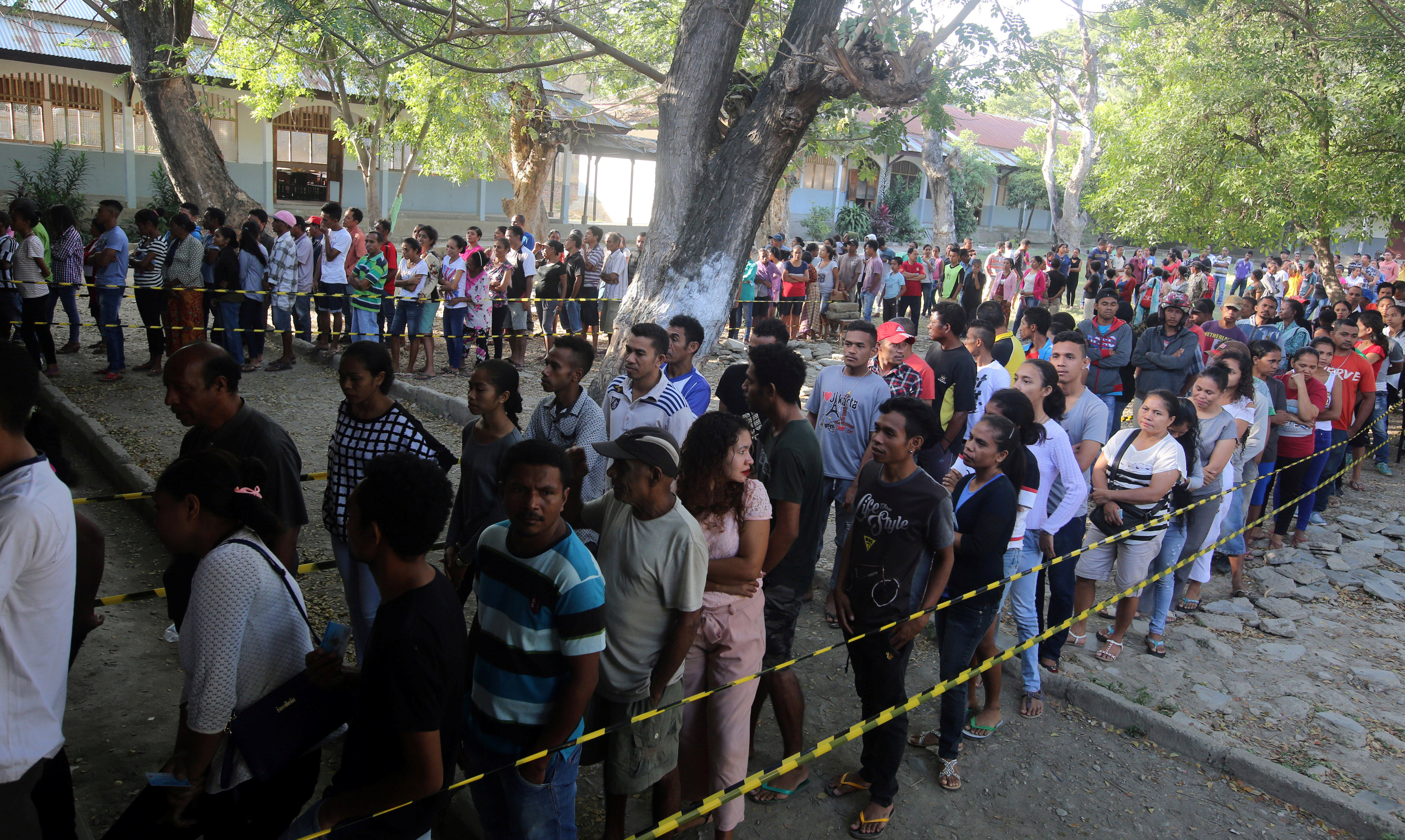 اصطفاف مواطنى تيمور للاقتراع