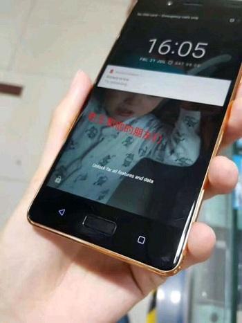 الشاشة الأمامية للهاتف