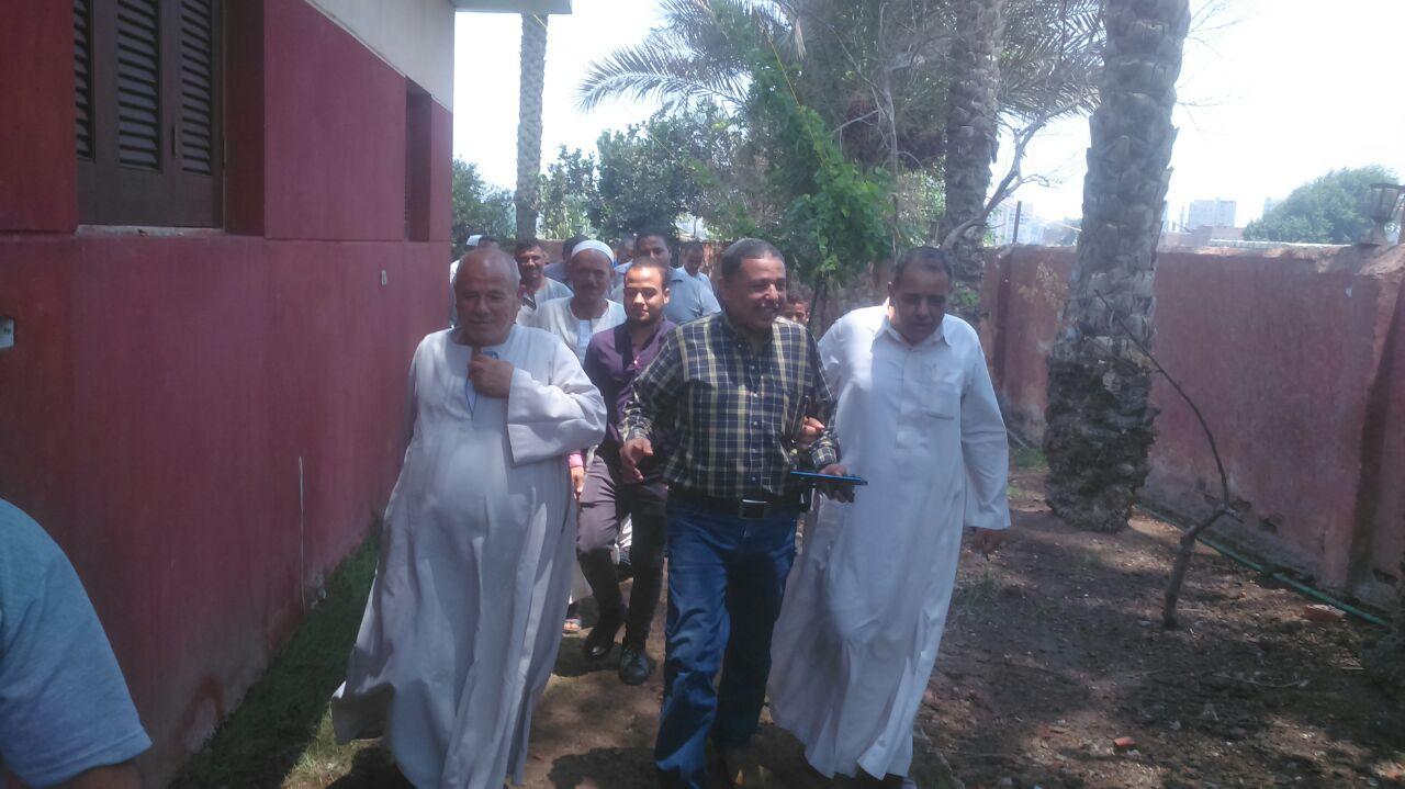 رئيس حى جنوب الجيزة يلتقى أهالى جزيرتى البحرين والقرصاية (3)