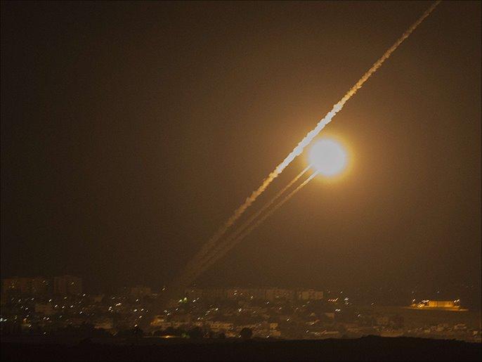 لحظة اطلاق صاروخين من غزة تجاه الاراضى المحتلة